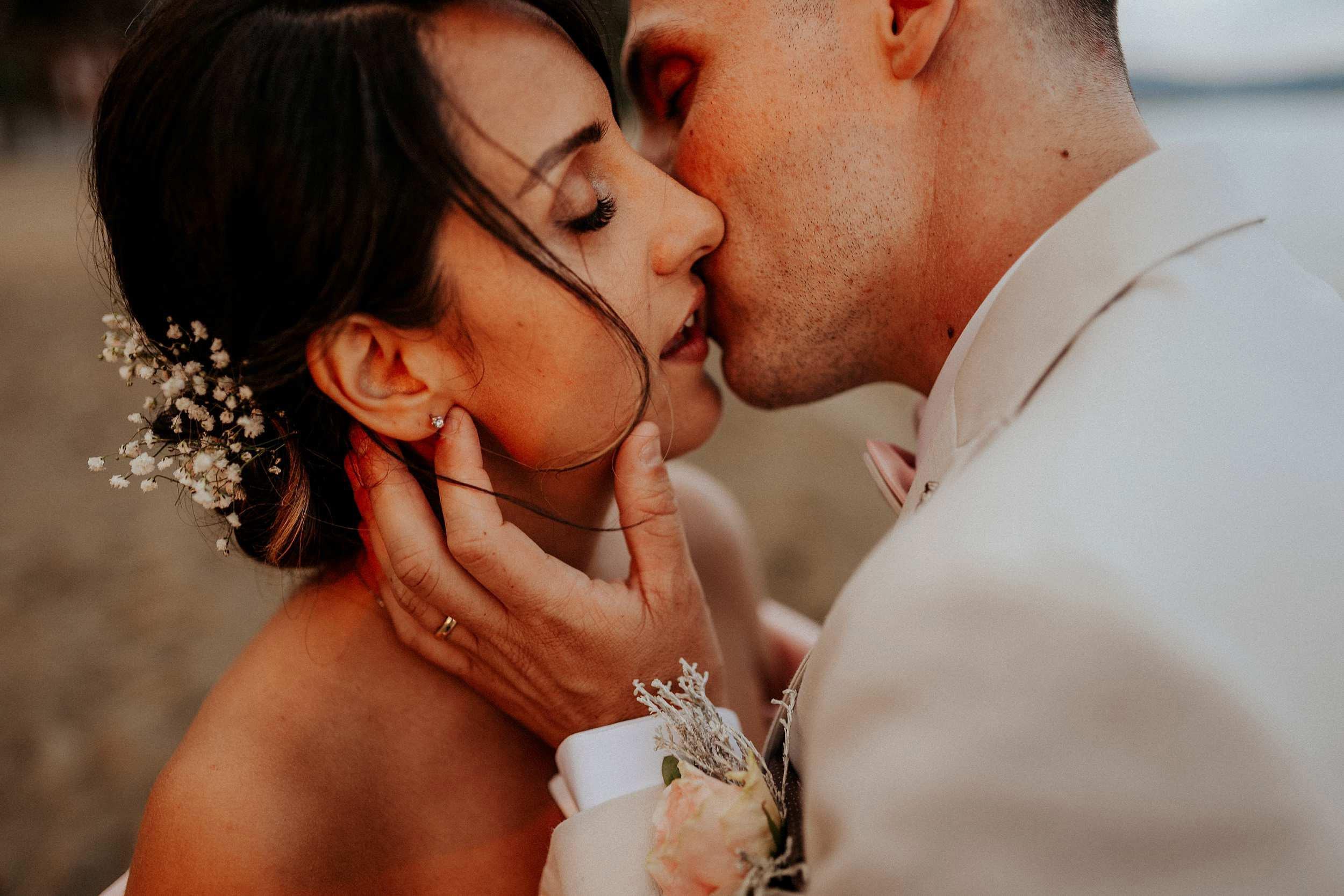 intimate wedding photographer in tuscany